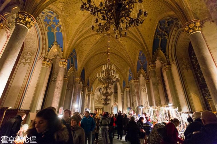 traveling+igloo+_+Hohenzollern+Castle+Christmas+Market.jpg