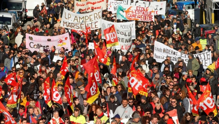 2019-12-10t112604z_2091306986_rc2bsd9c8ehn_rtrmadp_3_france-protests-pensions.jpg
