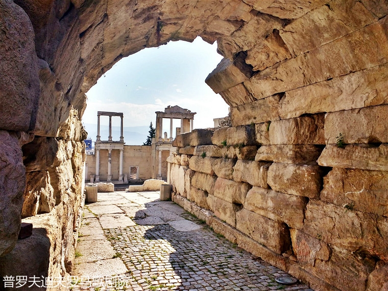 ancient-theater-what-to-see-in-plovdiv-bulgaria_meitu_36.jpg