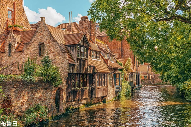 Top-10-Things-to-Do-in-Bruges-Belgium-Go-on-a-canal-cruise.jpg