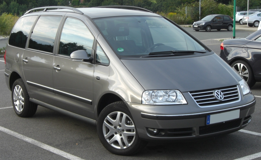 VW_Sharan_Pacific_(2004)_front.jpg