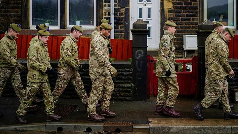 skynews-troops-flood-defences_4950569.jpg
