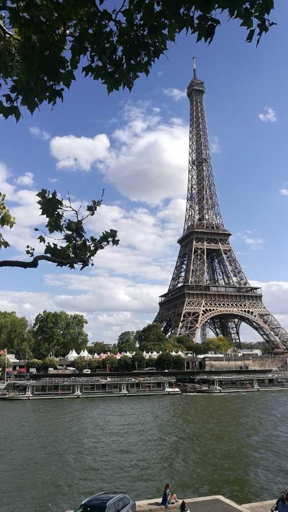 手机随拍巴黎一景