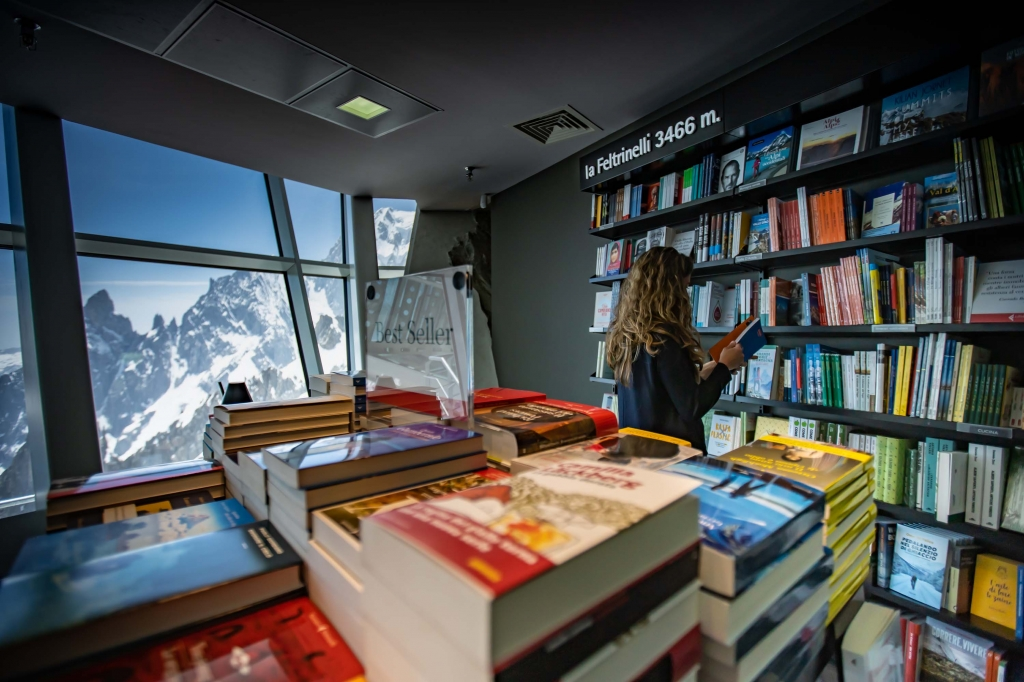 6 ©Aiace Bazzana 15 Skyway Monte Bianco_laFeltrinelli.jpeg