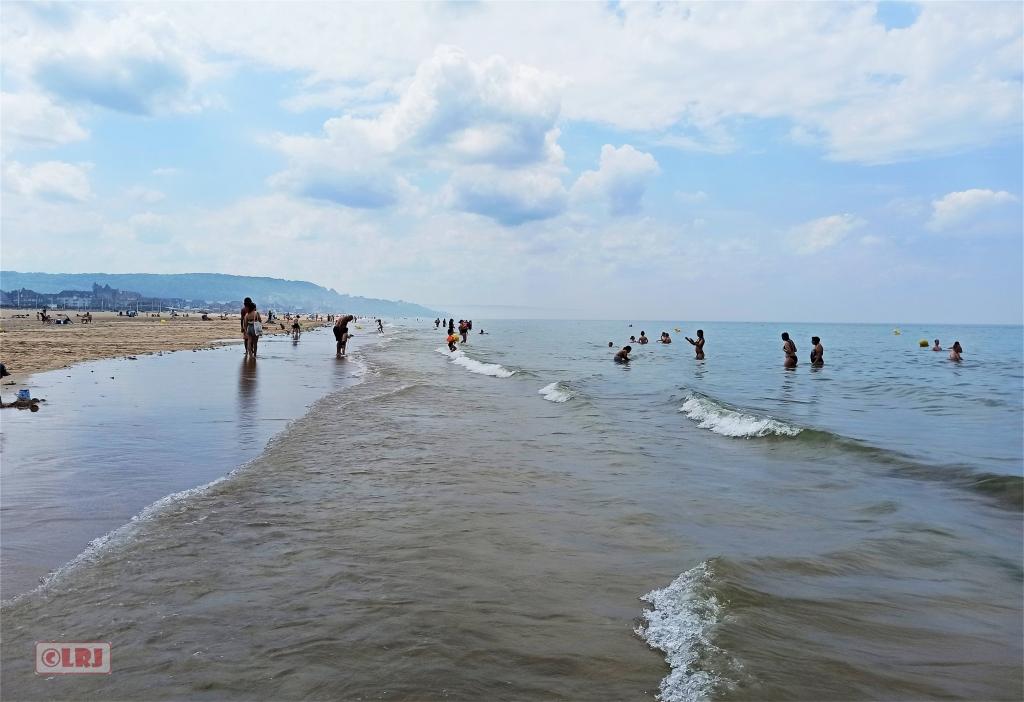 Deauville(多维尔)手机剪影:大海,沙滩,文化中心………………