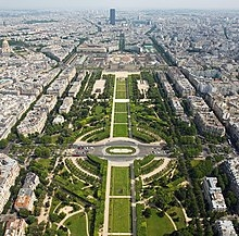 Champ_de_Mars_from_the_Eiffel_Tower_-_July_2006_edit.jpeg