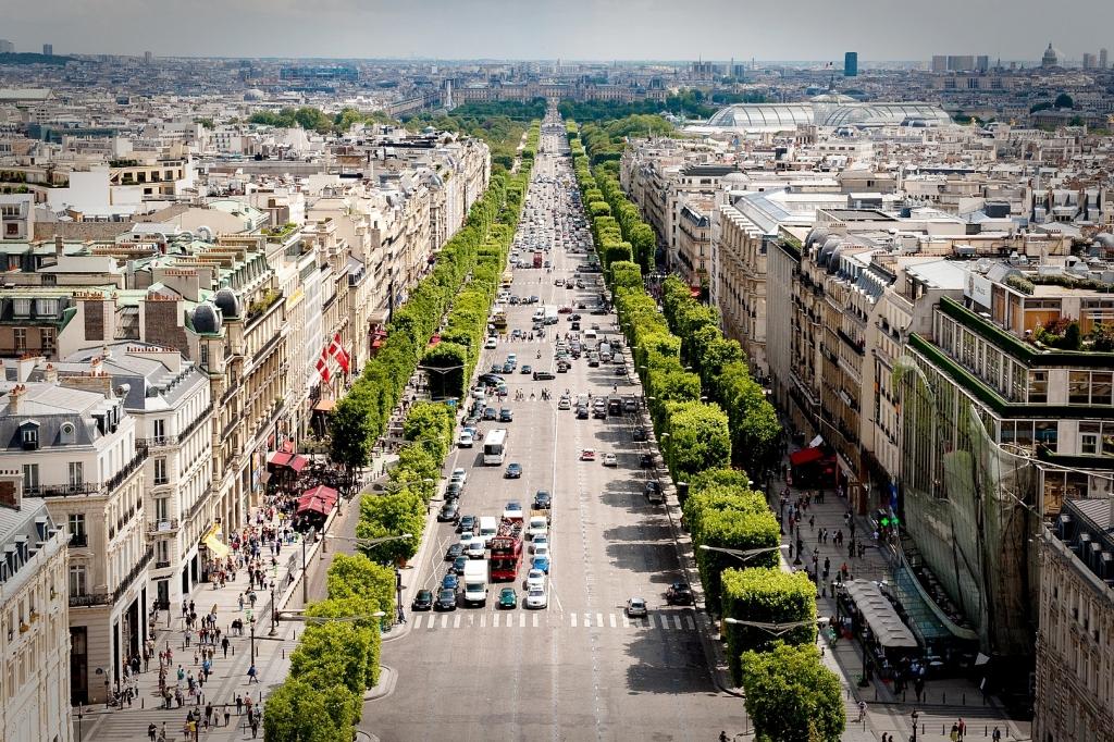 1620px-Avenue_des_Champs-Élysées_July_24,_2009_N1.jpg