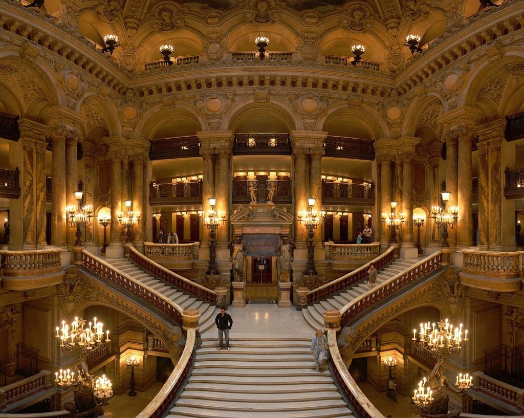 1353px-Opera_Garnier_Grand_Escalier.jpg