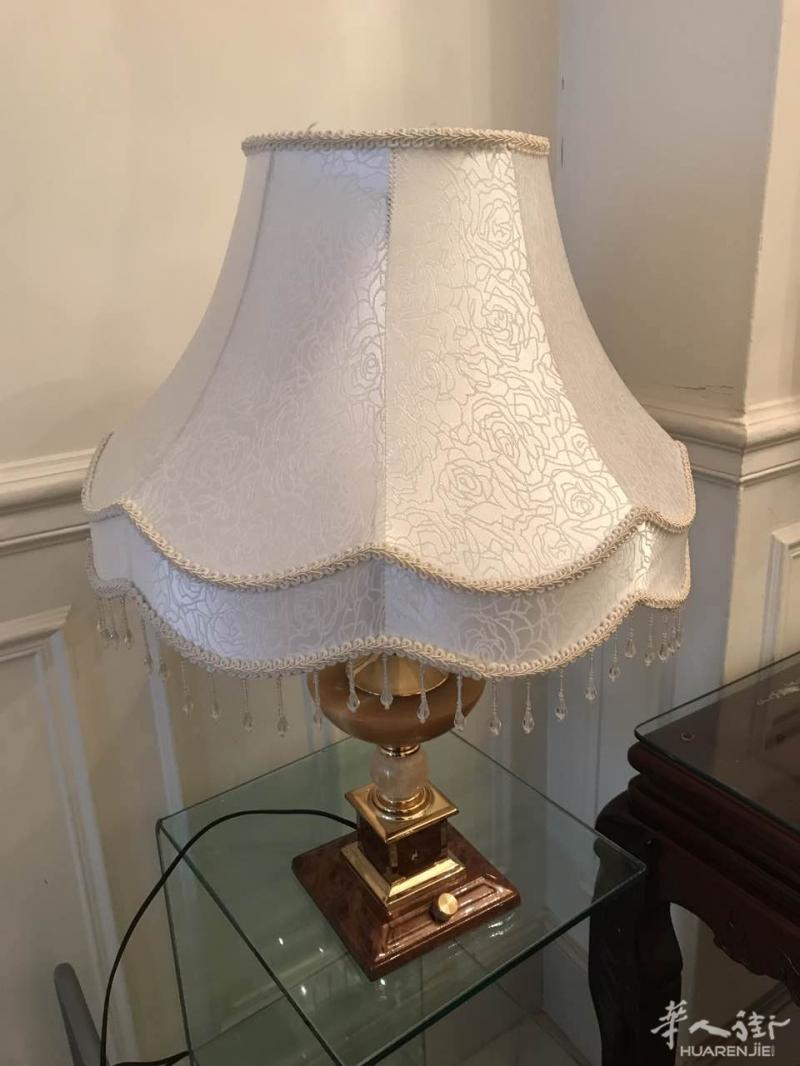 出售 闲置古董木质家具,水晶吊灯,台灯,镜子,画框等,全部九成新