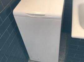 九成新上面开盖洗衣机出售,占地面积很小,非常实用
