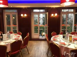 TAO - 巴黎北京饭店  位于巴黎市政府边上,塞纳河畔;交通便利,环境精致优雅;有多个独立包厢,可承办各种酒席,宴会,聚餐,沙龙活动等。