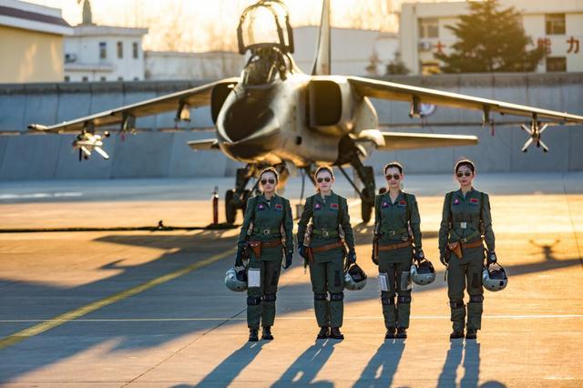 空军今年招收35名女飞行学员 将进行全国选拔