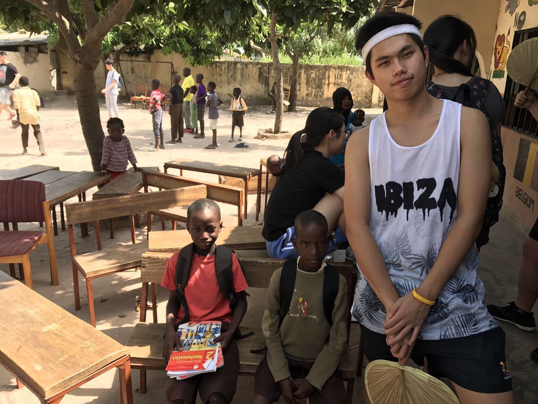 金沙娱乐官方下载:意大利侨二代留学英国_参加非洲慈善活动献爱心